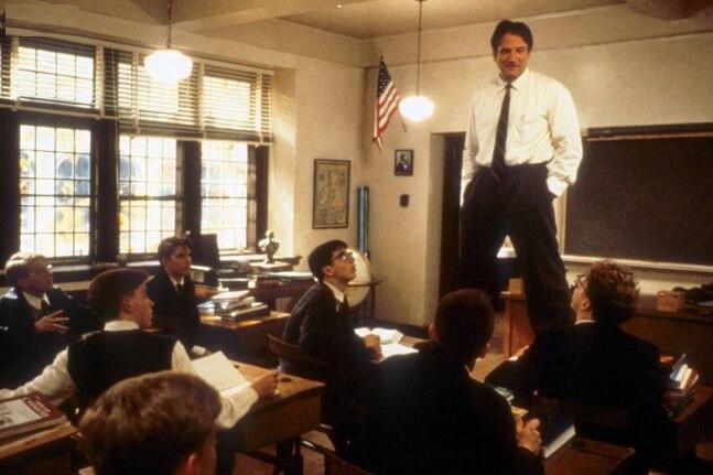 映画「いまを生きる」ロビン・ウィリアムズ演じる教師キーティング