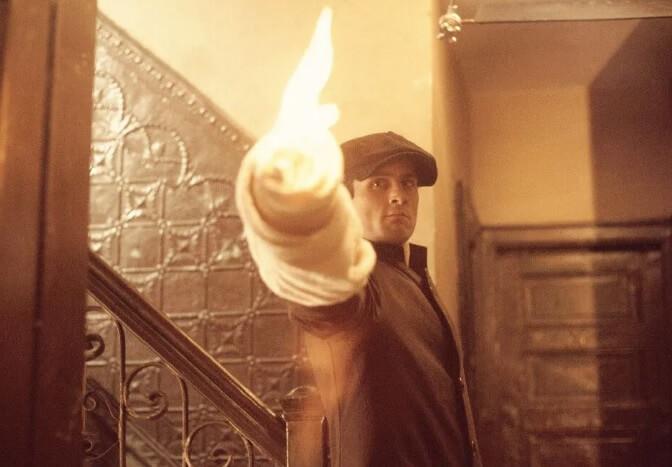 映画「ゴッドファーザーPART II」で若き日のヴィトー・コルレオーネを演じたロバート・デ・ニーロ