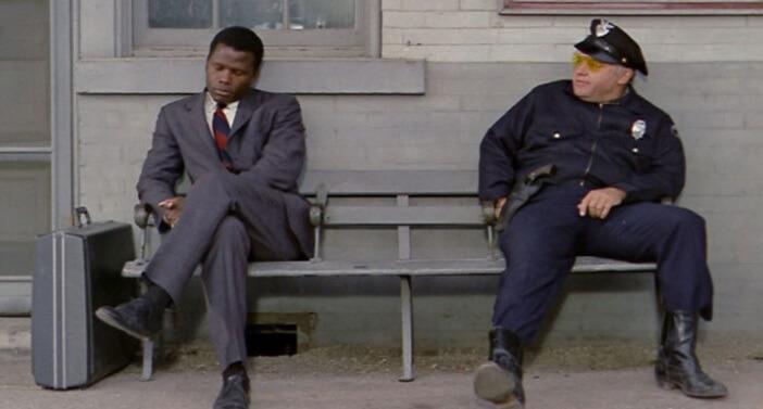 映画『夜の大捜査線』で主役を演じたロッド・スタイガーとシドニー・ポワチエ